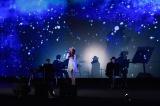 『パッセンジャー』ジャパンプレミアに出席したJUJU