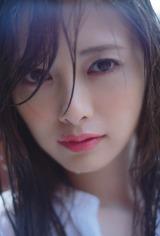 新たに公開された白石麻衣2nd写真集『パスポート』カット(撮影:中村和孝)