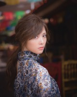 新たに公開された白石麻衣2nd写真集『パスポート』誌面カット(撮影:中村和孝)