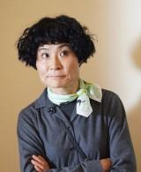 自称家政婦の南野その役で出演する片桐はいり(C)テレビ東京