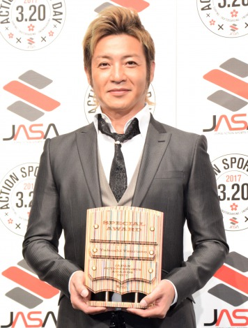 『JAPAN ACTION SPORTS AWARDS 2017』の特別賞を受賞したつるの剛士 (C)ORICON NewS inc.