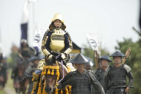 大河ドラマ『おんな城主 直虎』第8回より。尾張へ出陣する松平元康(阿部サダヲ)(C)NHK