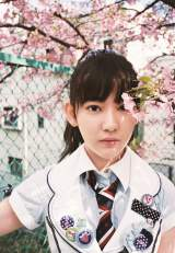 『AKB48衣裳図鑑 放課後のクローゼット』で名作衣装をまとった宮脇咲良 (C)AKS/TAKARAJIMASHA