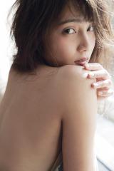 入山杏奈写真集『美しい罪』から本人イチ押しカットが公開(撮影:曽根将樹)