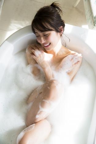 お風呂ショットを公開する乃木坂46・衛藤美彩(C)LUCKMAN