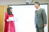 市長からデビュー祝いに新潟の苺「越後姫」をプレゼントされた(C)AKS