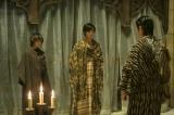 NHK・大河ファンタジー『精霊の守り人 悲しき破壊神』より。ロタ王国でイーハンに謁見した時の服装(C)NHK