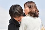 福士蒼汰(左)主演ドラマ『お迎えデス。』(毎週土曜 後9:00)第二話は比嘉愛未がゲスト出演 (C)日本テレビ
