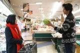 15日に放送される日本テレビ系連続ドラマ『東京タラレバ娘』第5話に出演する(左から)吉高由里子、速水もこみち(C)日本テレビ