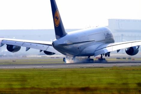"""フライト時に流れる""""機内安全アナウンス""""英語で聞き取りできる?"""