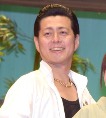 舞台『わらいのまち』公開ゲネプロ後の囲み取材に出席した宅間孝行 (C)ORICON NewS inc.