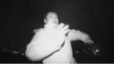 テレビ朝日系バラエティー『発注歓迎!リベンジャーズ』(3月31日放送)のロケで号泣するザブングル・加藤歩。スコットランド・エディンバラにある世界一の心霊スポット、グレイフライヤーズ墓地を取材(C)テレビ朝日