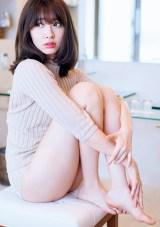 """AKB48の小嶋陽菜として""""ラスト""""グラビアを披露(C)熊谷貫/週刊プレイボーイ"""
