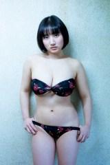 23歳の隠しきれない一面をみせた紗綾(C)中村昇/週刊プレイボーイ