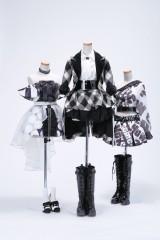 【新カット】(左から)2016年「高橋みなみ卒業コンサート」オープニング衣装、2011年「レコード大賞」を受賞した「フライングゲット」衣装、2013年「5大ドームツアー」チームK衣装 (C)AKS/TAKARAJIMASHA