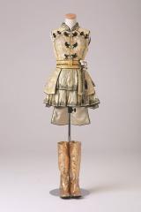 「フライングゲット」衣装 (C)AKS/TAKARAJIMASHA