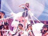 AKB48小嶋陽菜の卒業コンサート『こじまつり〜小嶋陽菜感謝祭〜』より