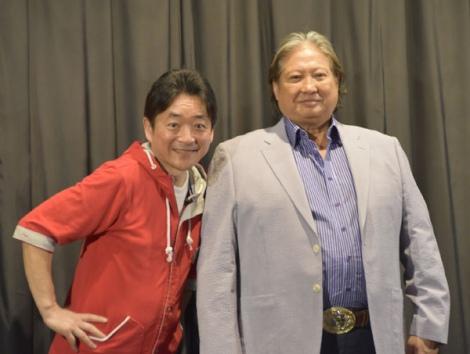 サモ・ハン(右)の日本語吹き替え版声優・水島裕も駆けつけた=映画『おじいちゃんはデブゴン』の舞台あいさつ (C)ORICON NewS inc.