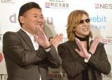 『新経済サミット2017』に参加した(左から)三木谷社長、YOSHIKI (C)ORICON NewS inc.