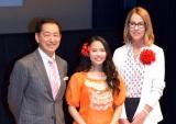 『ディズニー・アート展《いのちを吹き込む魔法》』の開会式に出席した(左から)毛利衛氏、屋比久知奈、メアリー・ウォルシュ氏 (C)ORICON NewS inc.