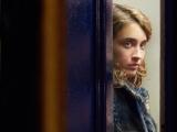 映画『午後8時の訪問者』(4月8日より公開中)(C)LES FILMS DU FLEUVE - ARCHIPEL 35 - SAVAGE FILM ? FRANCE 2 CINEMA - VOO et Be tv - RTBF (Television belge)
