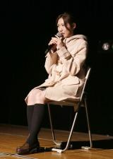 """""""10年前の再現芝居""""で会場を沸かせた渡辺麻友=AKB48『3期生10周年公演』  (C)AKS"""