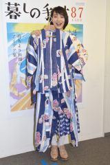 自作のもんぺを手に笑顔を浮かべたのん=雑誌『暮しの手帖87号』発売記念「のんの愛する洋服づくり」トークショー (C)ORICON NewS inc.