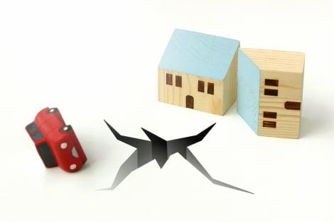 地震被害は自動車保険でどこまでカバーできる?