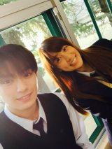 映画『ピーチガール』オフショット(左から)山本美月、真剣佑(C)2017「ピーチガール」製作委員会