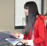 チラシを配布するNGT48の荻野由佳 (C)ORICON NewS inc.