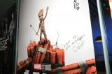 『マーベル展 時代が創造したヒーローの世界』を訪問したクリス・プラットのサイン