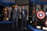 『マーベル展 時代が創造したヒーローの世界』を訪問したジェームズ・ガン監督、クリス・プラット