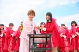 小林幸子とNGT48キャプテン北原里英が握手