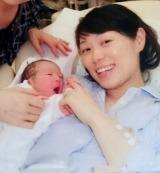 第2子を出産した小林知美(旧芸名:高松知美)=写真は本人ブログより