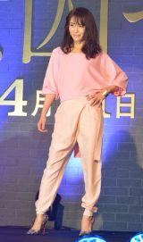 ファッションショーを行った山口紗弥加=金曜ナイトドラマ『女囚セブン』の制作発表記者会見 (C)ORICON NewS inc.
