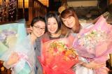 ドラマ『東京タラレバ娘』のクランクアップを迎えた(左から)大島優子、吉高由里子、榮倉奈々 (C)日本テレビ