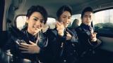 三代目 J Soul Brothers(左から)岩田剛典、登坂広臣、小林直己が車内でシェアハピダンスを披露