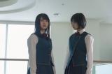 写真左から長濱ねる、平手友梨奈(C)「残酷な観客達」製作委員会