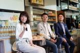『サントリー天然水 PREMIUM MORNING CAFE』のオープニングイベントに出席した(写真左)内田恭子