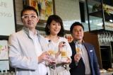 『サントリー天然水 PREMIUM MORNING CAFE』のオープニングイベントに出席した(写真中央)内田恭子