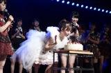 卒業公演ではこじはるの生誕祭も行われた(C)AKS