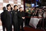 『たたら侍』台湾プレミアに登場した(左から)青柳翔、AKIRA、錦織良成監督