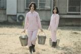 剛力彩芽(左)が主演するテレビ朝日系ドラマ『女囚セブン』より(C)テレビ朝日