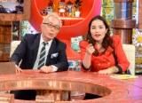 司会の所ジョージとゲストの平野ノラ(C)ABC