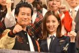 映画『ラストコップ』の会見に出席した佐々木希(右)と唐沢寿明 (C)ORICON NewS inc.