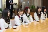 大村秀章県知事と会談するSKE48(C)AKS