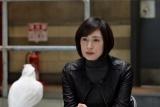 第3話(5月4日放送)より。オウムの取り調べを行う真壁有希子(C)テレビ朝日