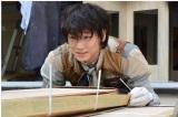 日本テレビ系連続ドラマ『フランケンシュタインの恋』第3話より綾野剛 (C)日本テレビ