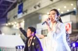 「残酷な天使のテーゼ」を歌う高橋洋子 Photo by 粂井健太