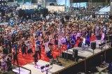 アニソンに合わせてライブ感覚で運動する参加者たち Photo by 粂井健太